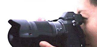 Foto de la cámara Nikon sin espejo de formato completo.